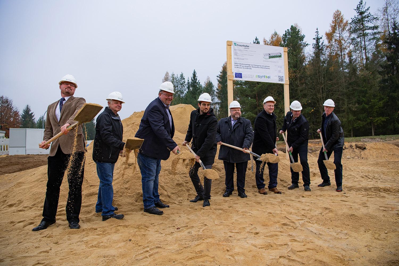 Green gasoline from sewage sludge: Ground-breaking ceremony for Fraunhofer demonstration plant